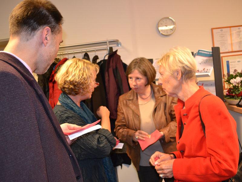 (v.l.n.r.) Rainer Bäth (Regionalkoordinator, Landesprogramm für die gute gesunde Schule Berlin), Kerstin Jüngling (Leiterin, Fachstelle für Suchtprävention), Katrin Lompscher (Senatorin a.D.), Heidi Knake-Werner (Senatorin a.D.)