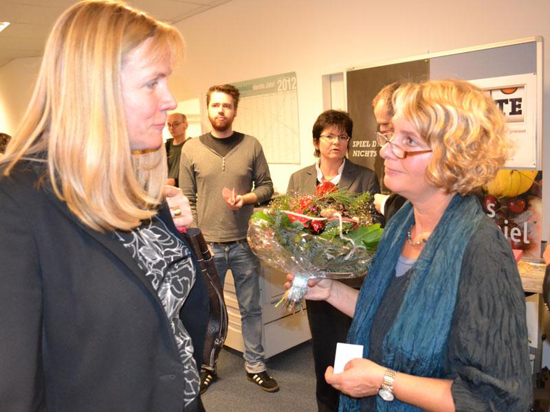 (v.l.n.r.) Dr. Marion Bleß (Vorstand, Deutsche Kassenlotterie Berlin), Kerstin Jüngling (Leiterin, Fachstelle für Suchtprävention)