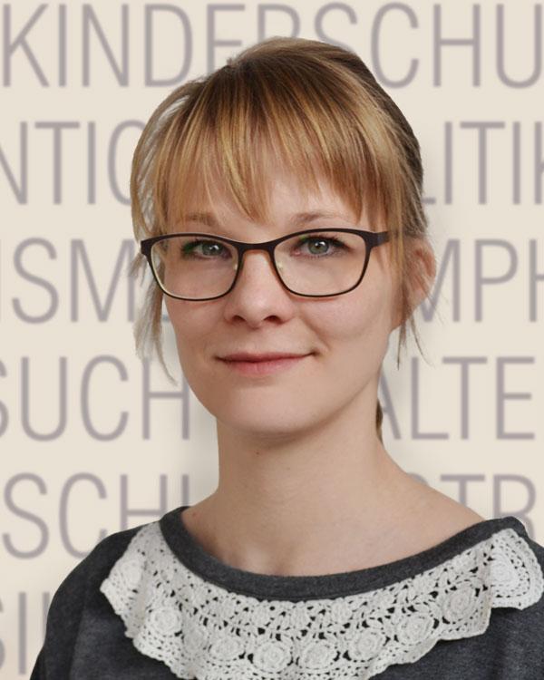 Julia Straub